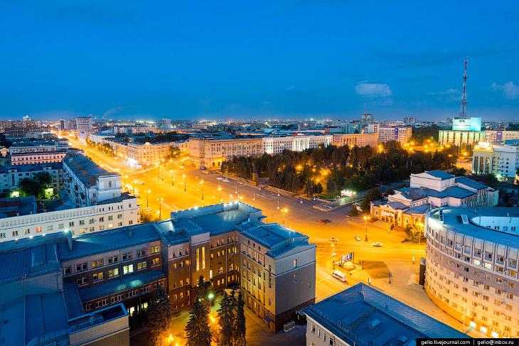 Площадь Революции — центральная площадь города