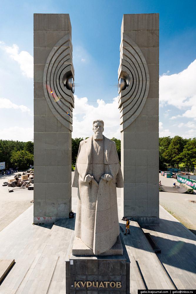 Памятник И. В. Курчатову