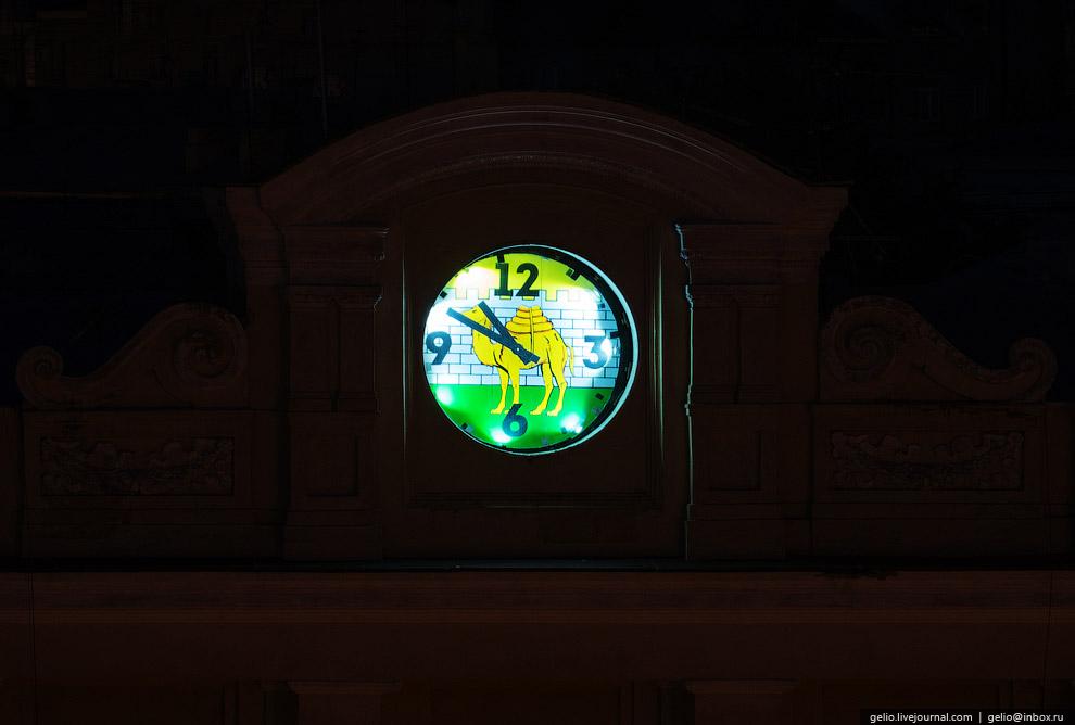 Часы с верблюдом