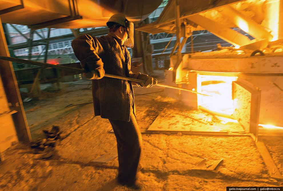 На Челябинском электрометаллургическом комбинате работает более 8 000 человек