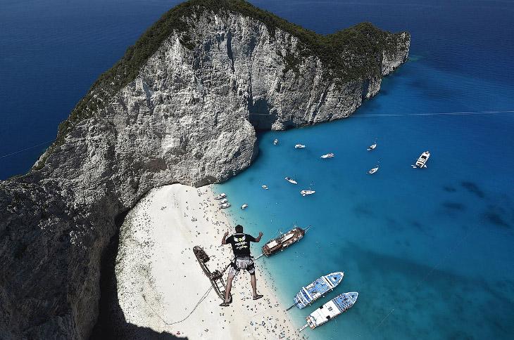 Прыжок со сколы, Греция