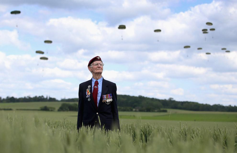 88-летний ветеран по прыжкам с парашютом