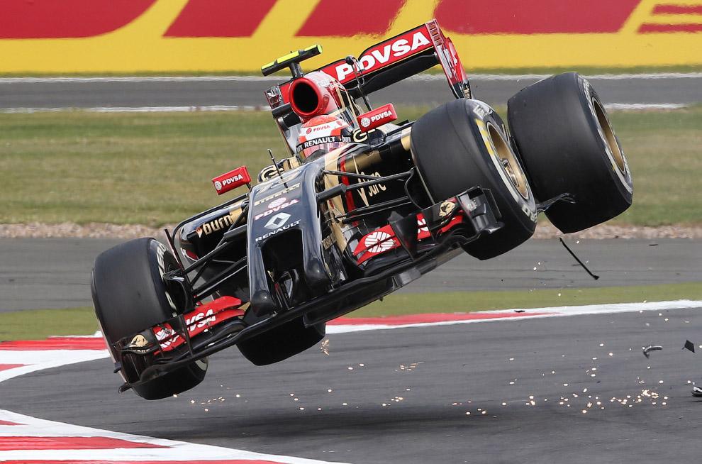 Полет болида F1 после столкновения
