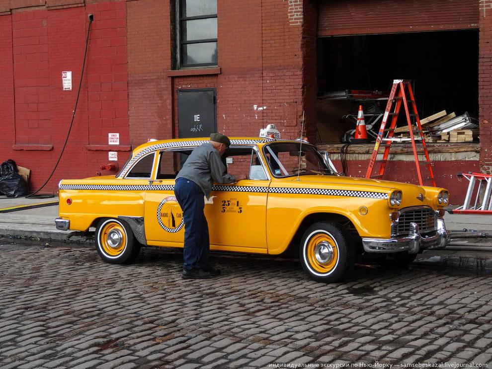Таксист в ожидании дубля.
