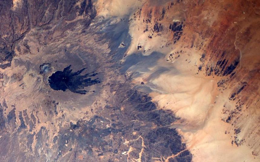 Шлейф от извержения вулкана в Южной Африке