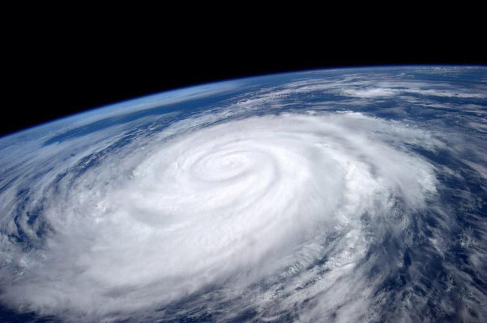 Ураган Мари в Тихом океане
