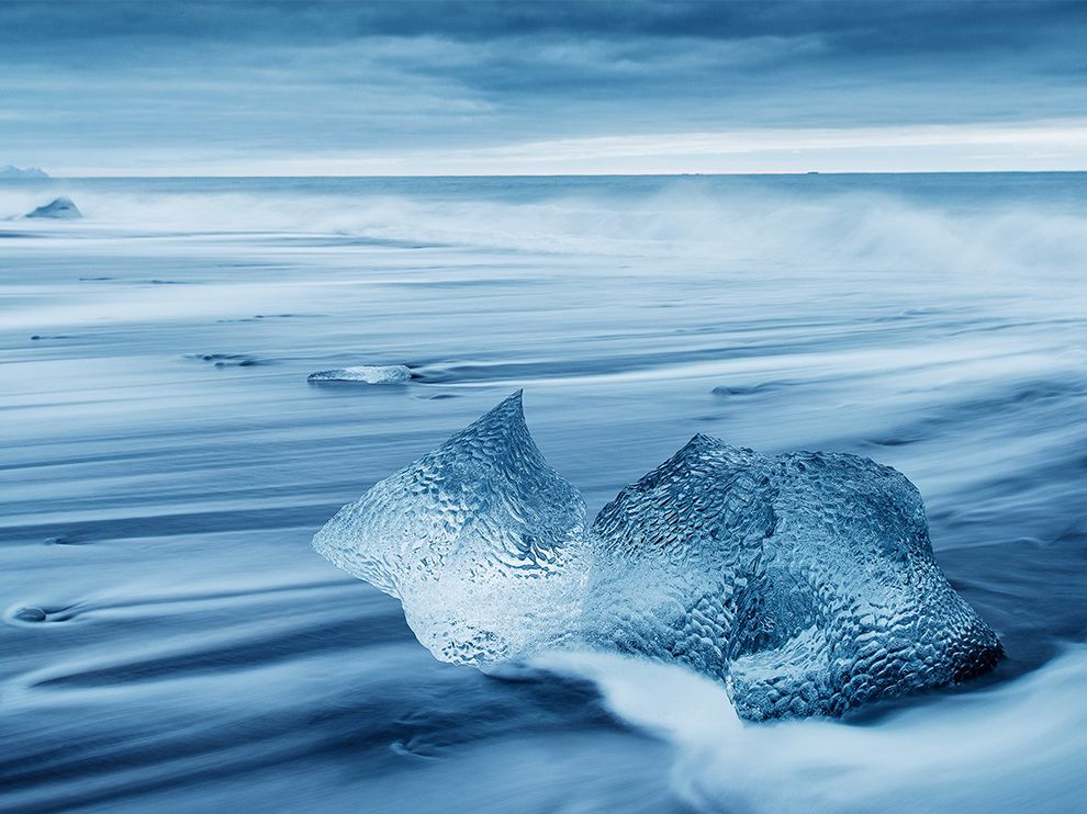 Черный-песчаный пляж на юго-востоке Исландии