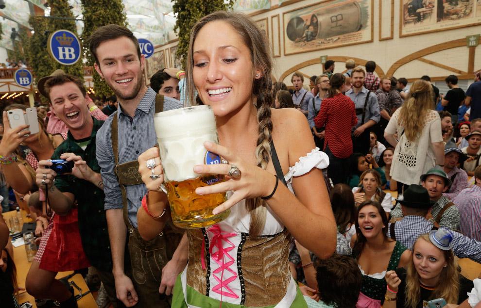 В соответствии с правилами проведения Октоберфеста, на празднике может разливаться только мюнхенское пиво
