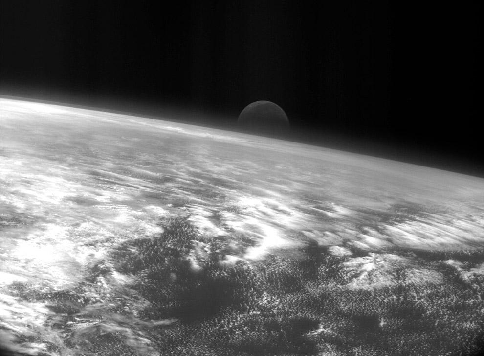Луна и Тихий океан