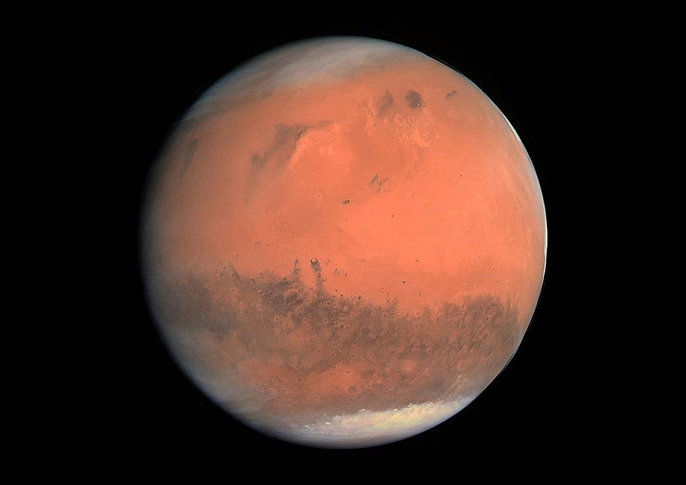 Марс с расстояния около 240 000 км