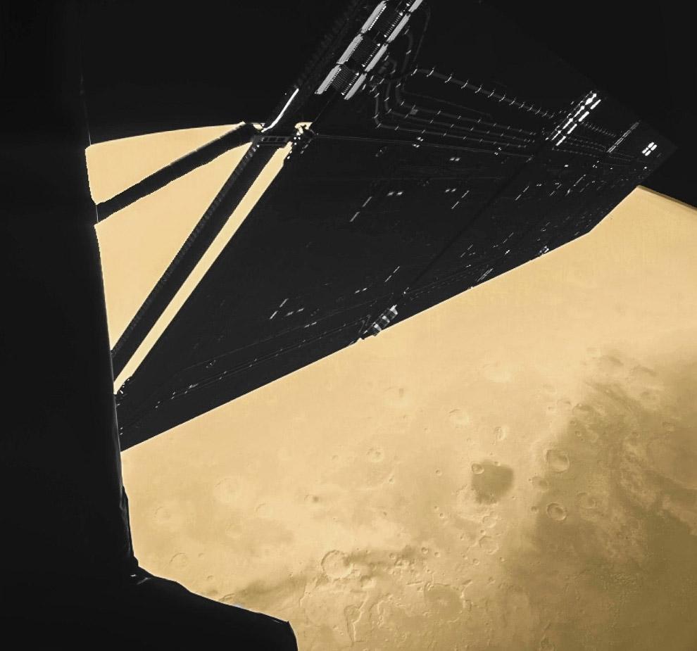 Части космического аппарата Розетта на фоне Марса
