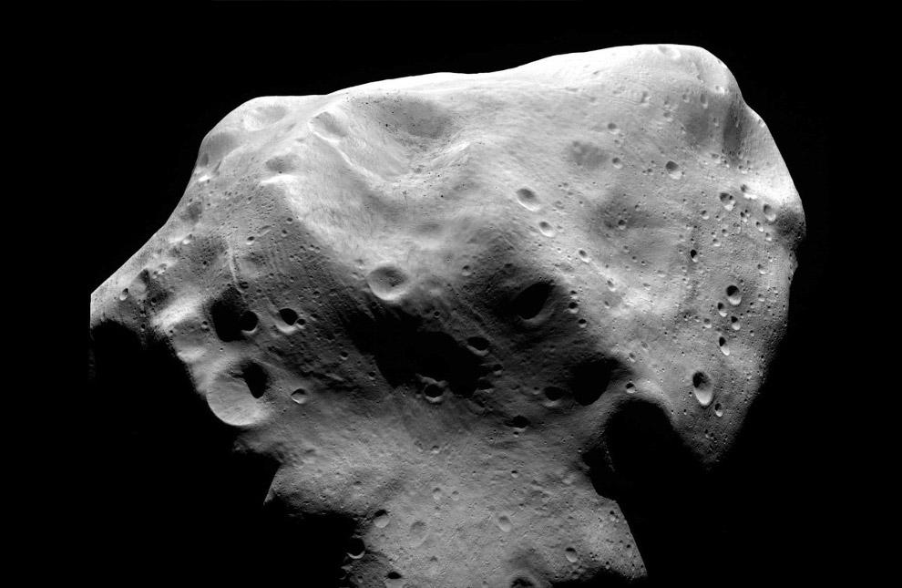 10 июля 2010 космический аппарат Розетта прошел рядом с астероидом Лютеция на расстоянии около 3 160 километров
