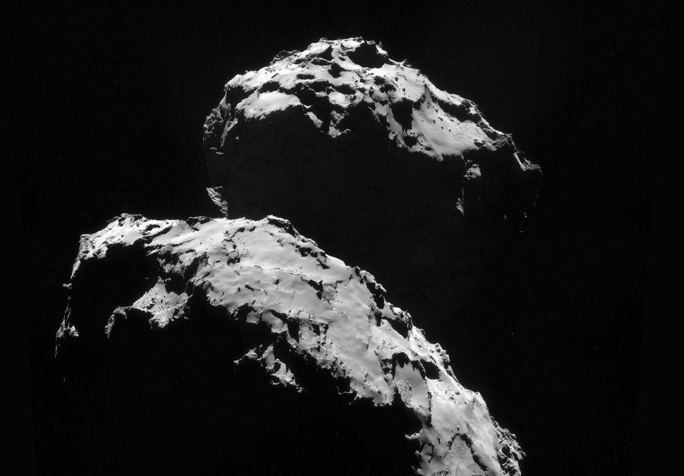 Это комета Чурюмова-Герасименко, снятая с расстояния 130 км
