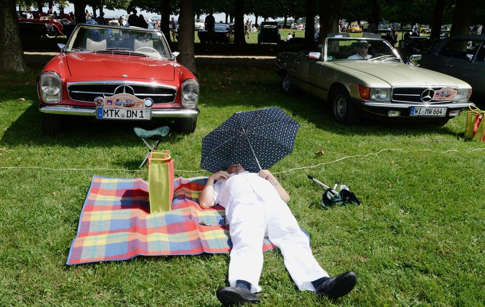 Выставка классических автомобилей в Париже