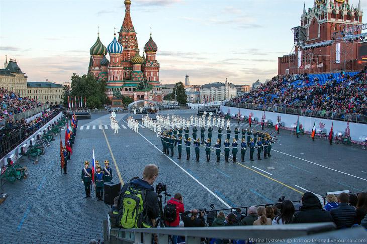 Открыла фестиваль рота специального караула Президентского полка