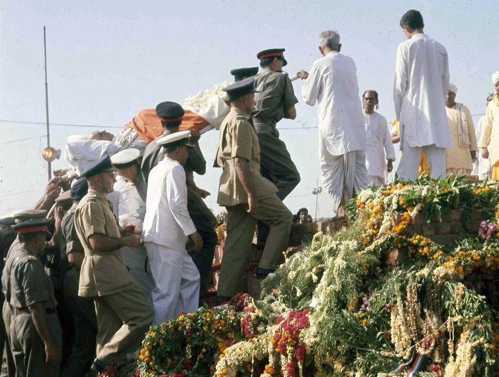Тело премьер-министра Индии Джавахарлала Неру