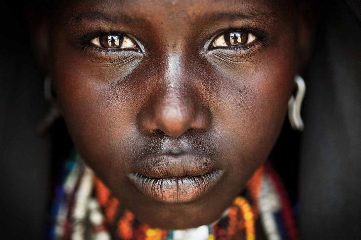 Портрет девочки-подростка из племени Арборе в Омо в Эфиопии