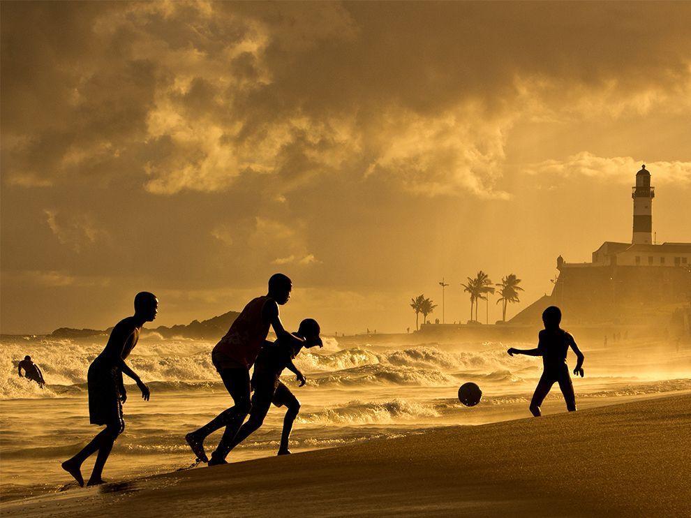 Пляж Фарол-да-Барра в северо-восточной части Сальвадора