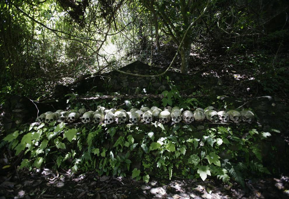 Сельское кладбище в деревня Труньян, Бали, Индонезия