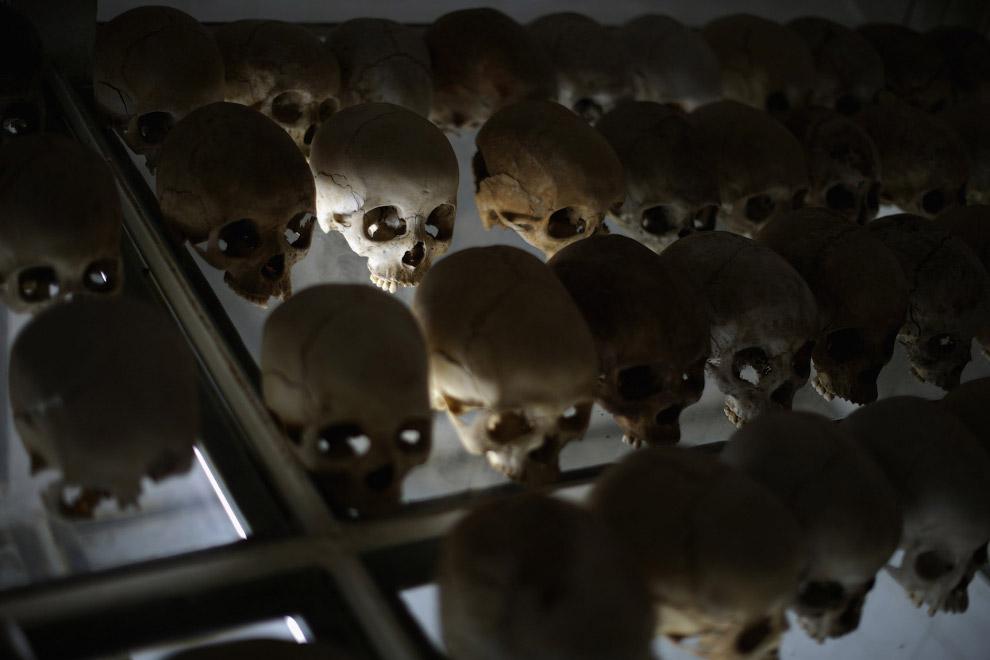 Склеп содержит останки более 45 000 жертв геноцида