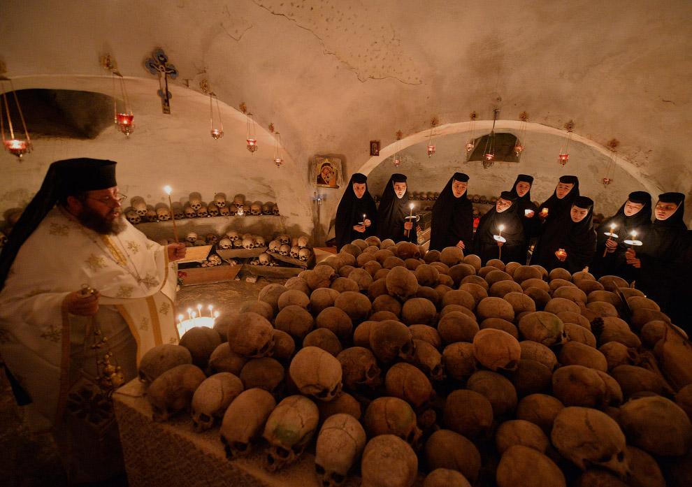 В женском монастыре «Pasarea» близ Бухареста (Румыния)