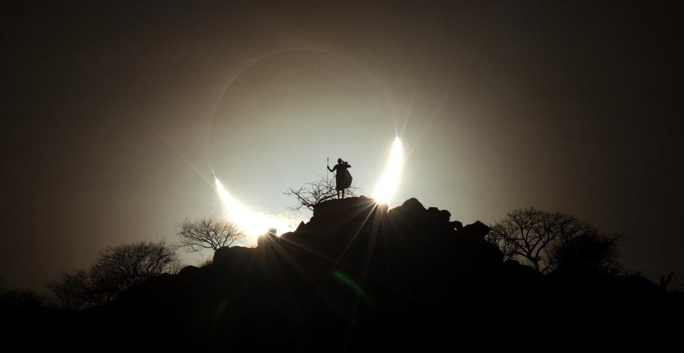 Гибридное солнечное затмение в Кении