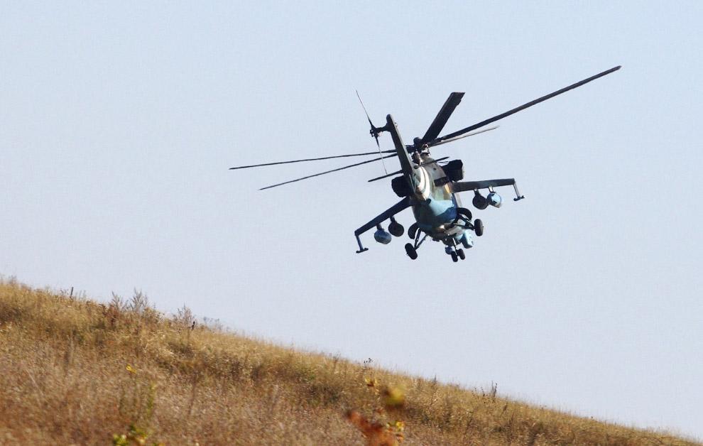 Украинский вертолет в окрестностях Донецка