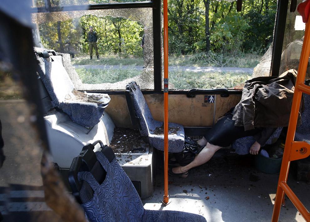 Автобус после обстрела