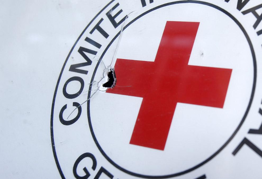 Пулевое отверстие в эмблеме Красного Креста