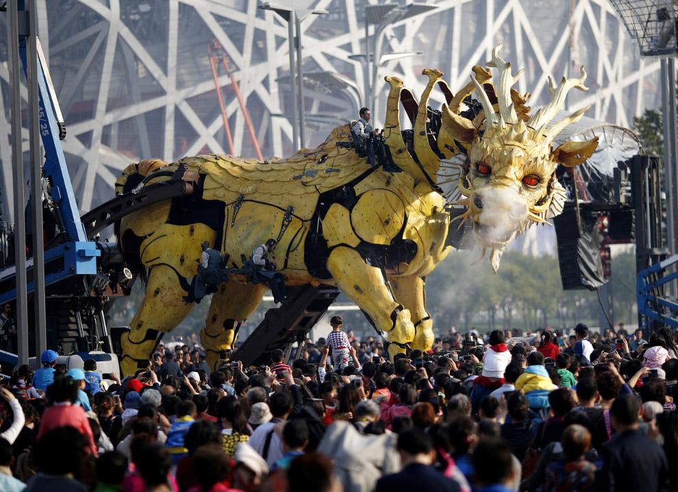 46-тонный огнедышащий дракон-лошадь Лонг Ма
