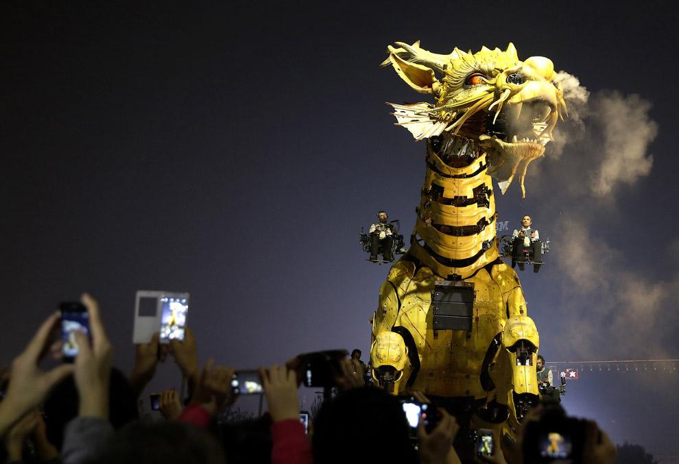 Огнедышащий дракон-лошадь