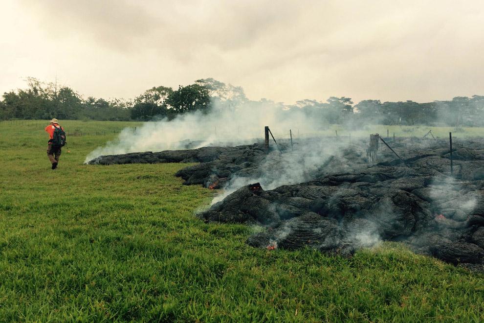 26 октября поток лавы вышел в поле