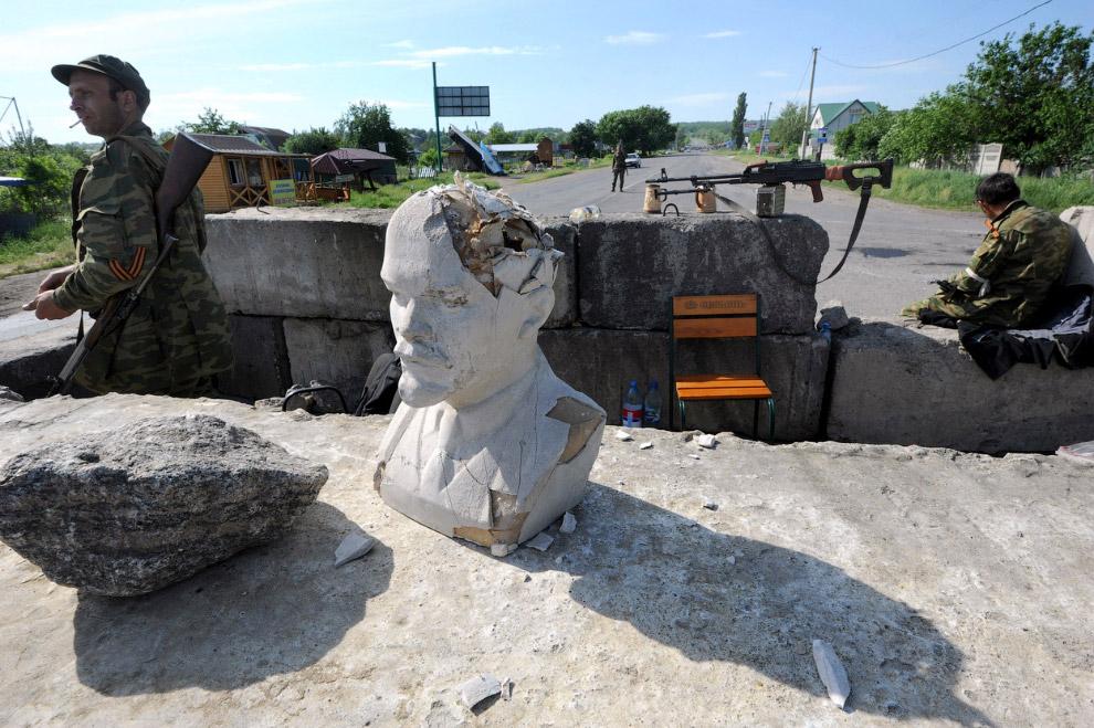 Блокпост и ополченцы в селе Семеновка, Украина