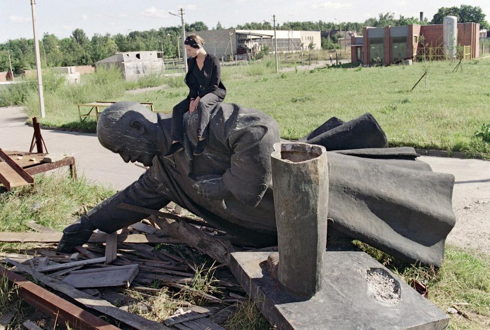 «Свергнутая» статуя Ленину в Вильнюсе