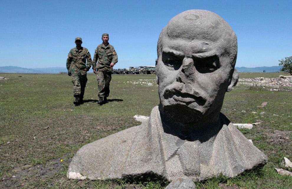 Грузинские солдаты, участвующие в учениях НАТО недалеко от Тбилиси