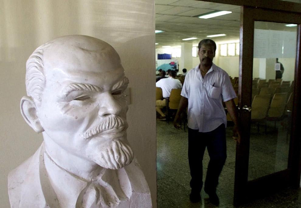 Ленин на нефтяном заводе в Санта-Крус-дель-Норте, Куба
