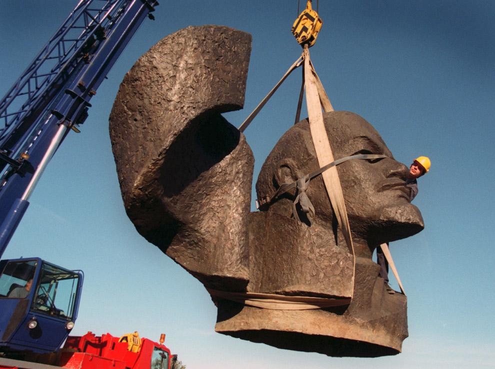 5-тонный бронзовый бюст Ленина прибыл на аукцион Сотбис
