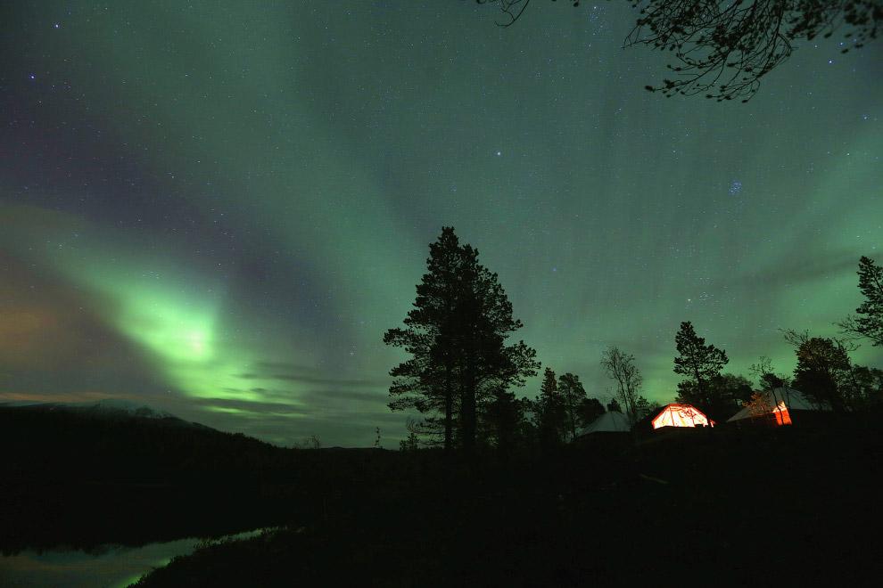 Северное сияние около городка Mestervik