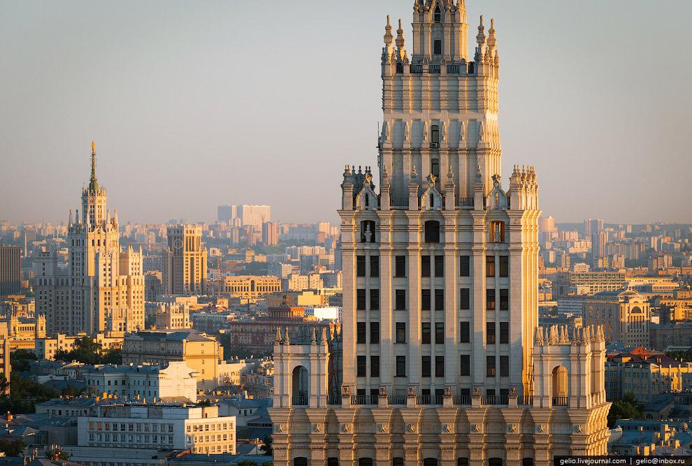 Высотное здание на площади Красных Ворот