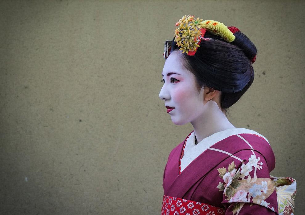 Гейша на улице Токио