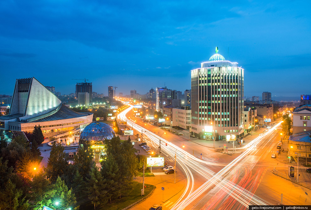 Октябрьская магистраль и ул. Серебренниковская