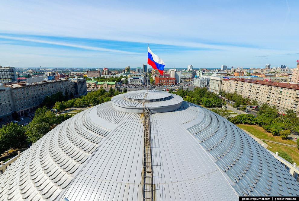Крупнейший театр Новосибирска и Сибири и один из наиболее значительных в России.
