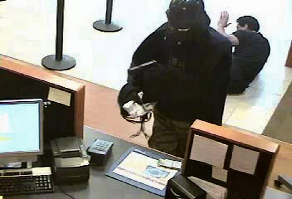 Фотография ограбления с другой камеры в банке