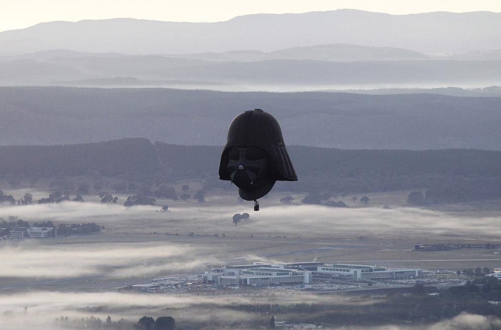 Воздушный шар в виде головы Дарта Вейдера