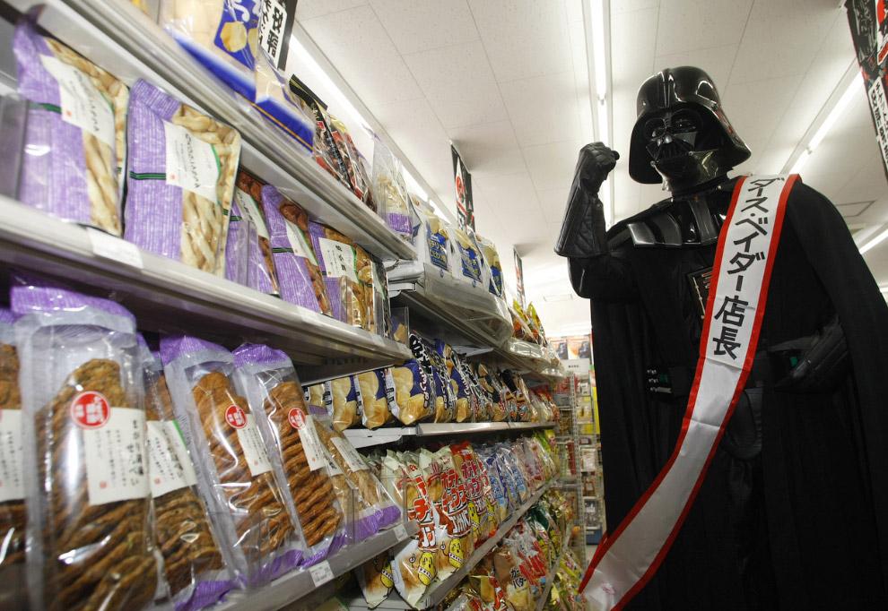 Рекламная акция в мини-маркете в Токио