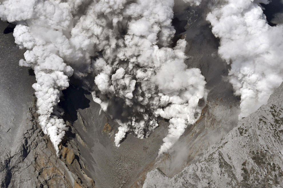 Клубы пара из вулкана Онтакэ