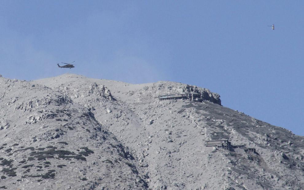 Военный вертолет в поисках пропавших