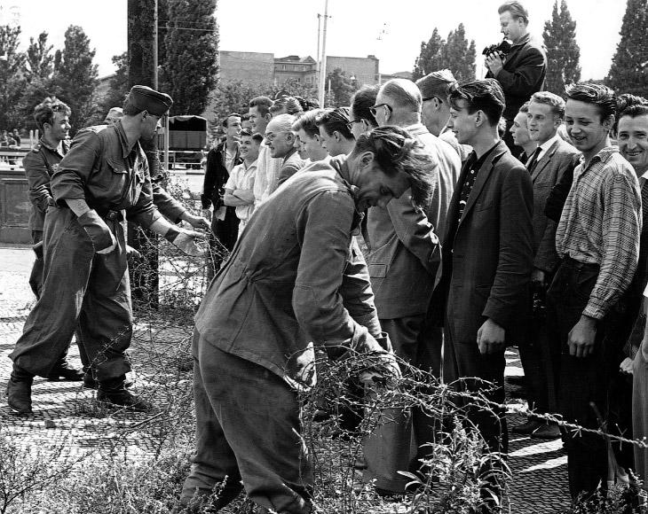Строительство Берлинской стены началось 13 августа 1961 года