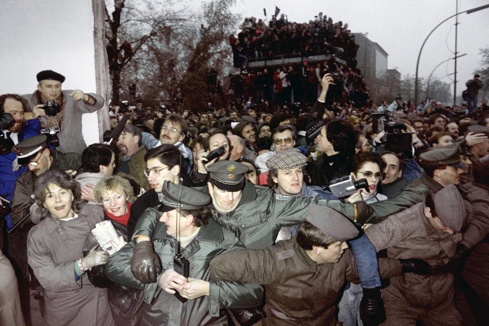 Тысячи граждан ГДР желали попасть в Западную Германию