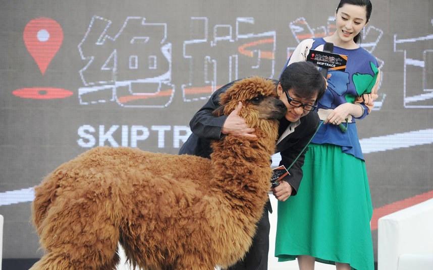 Джеки Чан и альпака в Пекине